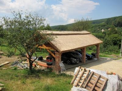 Rákosová střecha Chvojnice